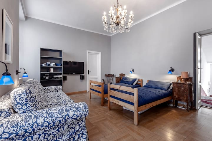 Large en-suite bedroom in Como town - Com - Casa