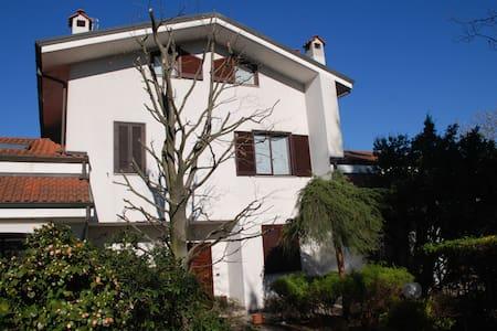 Villa in residence - Correzzana - Vila