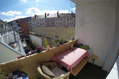 Nice, bright room near Oktoberfest - Munich - Appartement