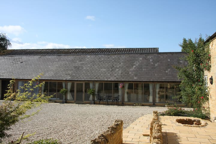 Fabulous Cotswold Barn Conversion - Evesham  - House