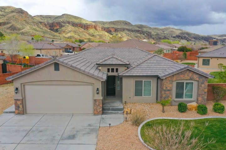 3 bedroom house 20 minutes from Zion National Park