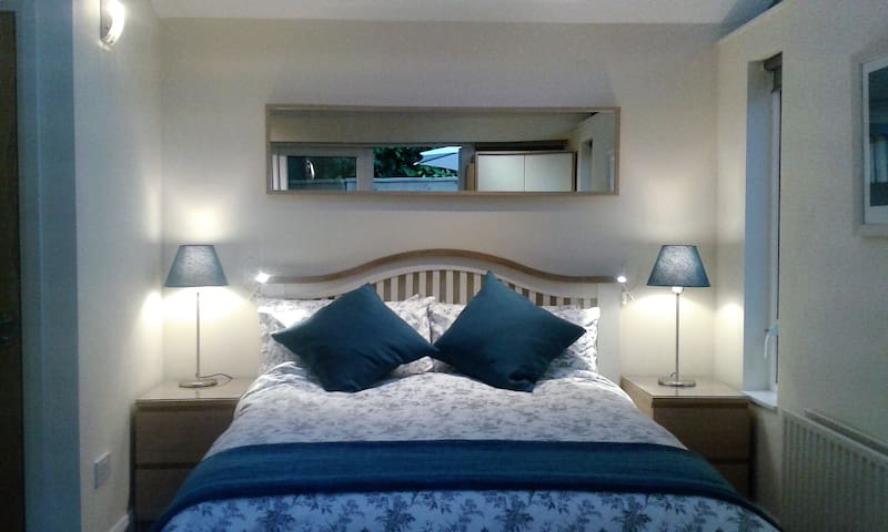 Dalkey Luxurious 1 Bedroom Apartment by the Sea