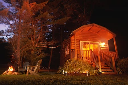 Comfy Cabins close to Saratoga Springs, NY - Corinth