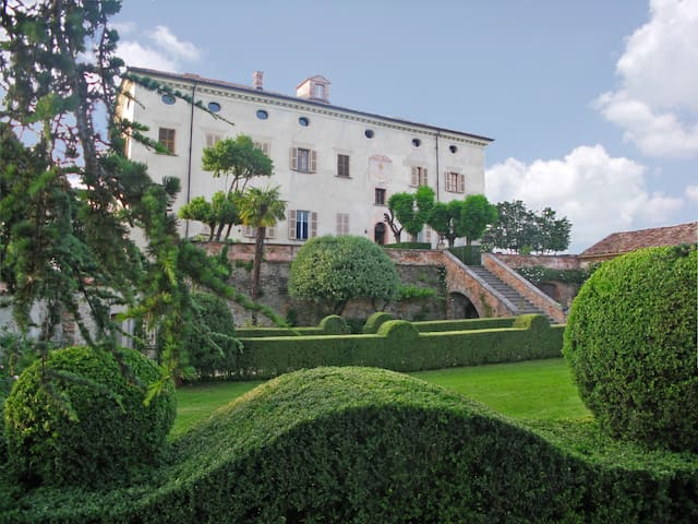 CASTLE IN PIEDMONT  BAROLO REGION