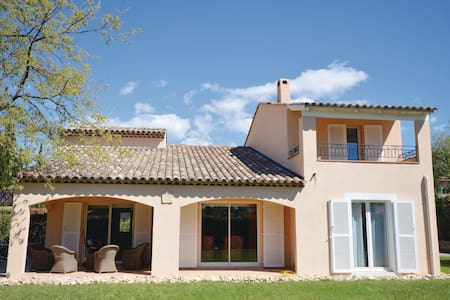 Holiday cottage with 4 bedrooms on 160m² in Saint Vallier-de-Thiey