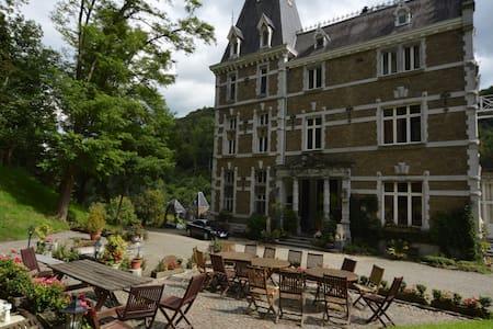 Château Bleu hotel-restaurant - Zamek
