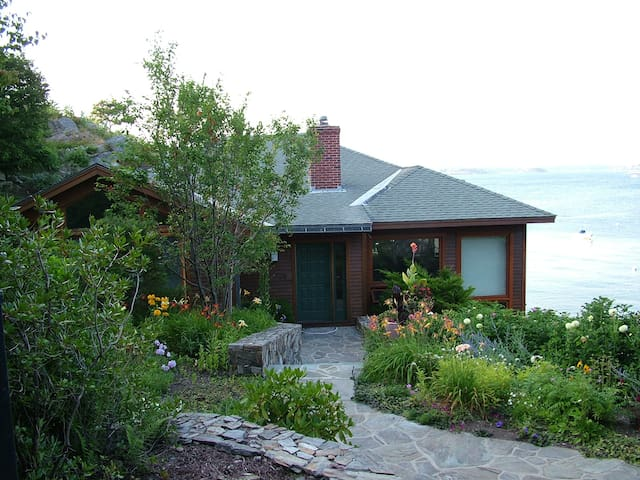 Maine Cliffside - Ocean- 1 Bedroom - Cape Elizabeth - House