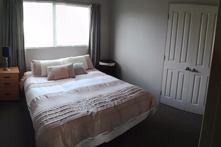 Nice room in a lovely home. - Auckland - Rumah