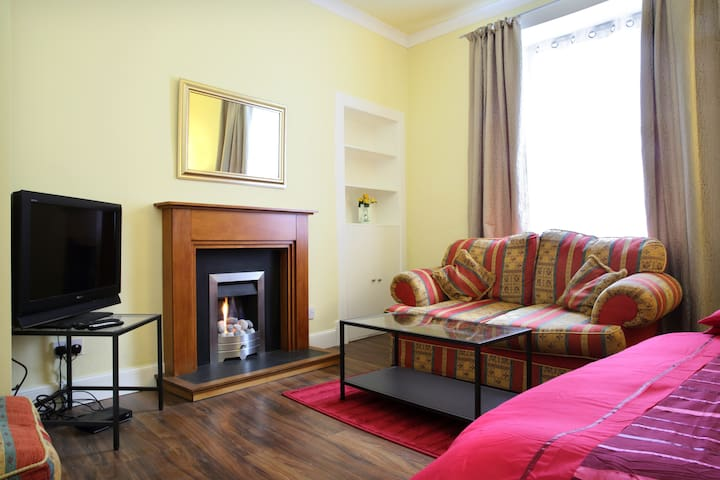COSY, CENTRAL FLAT IN THE HEART OF THE FESTIVAL