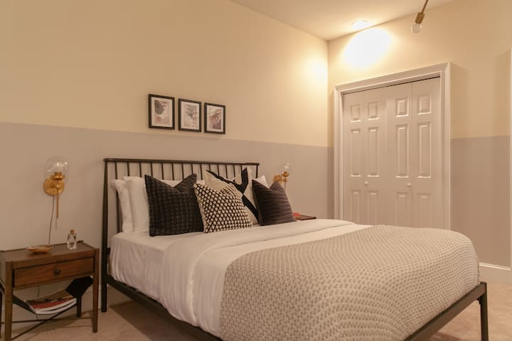 Domio | Old City | Chic 1 BR Apt Near The Liberty Bell