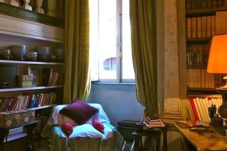 Cozy and elegant B&B in Rome
