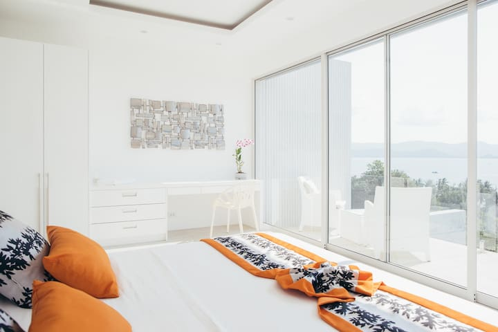 Master bed room with balcony and first-class view