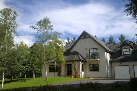 Luxury self-catering in woodland - Corrimony