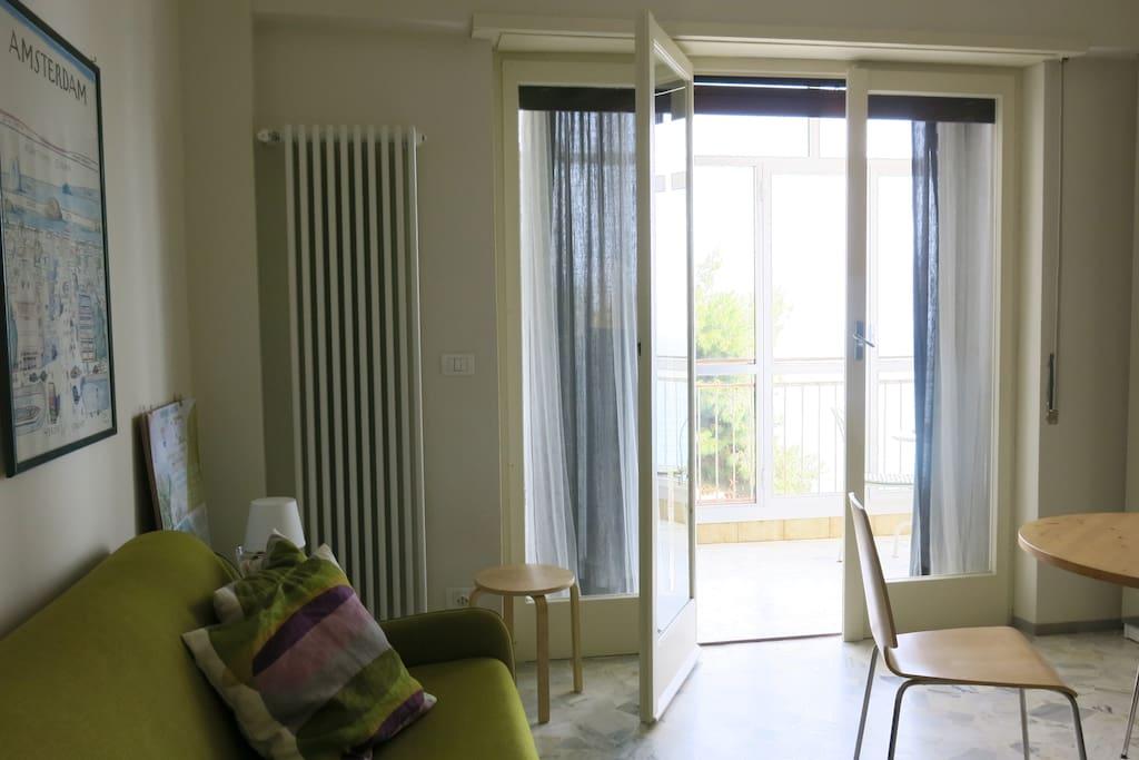 SOGGIORNO E VERANDA / LIVING ROOM AND VERANDA