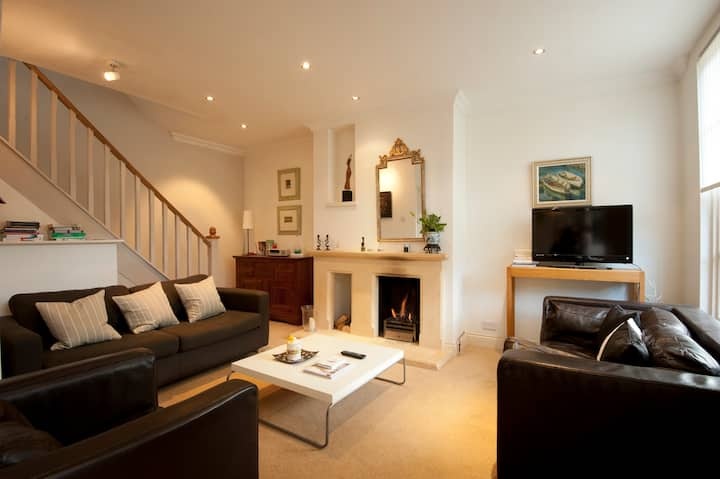 Cosy 2/3 Bed House Cirencester (1)