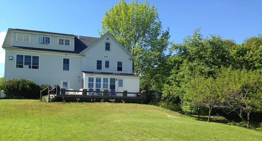Lovingly Restored Farmhouse near Blue Hill Bay - Blue Hill - Ev