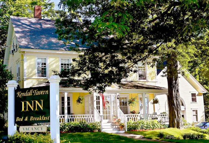 1832 Farm House-Freeport's most historic B & B - Freeport - Bed & Breakfast