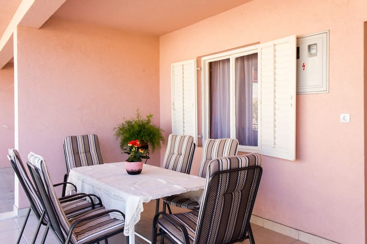Antonias Spacious Apartment close to Dubrovnik - Kupari - Leilighet