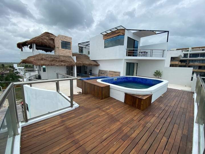 Rooftop King Size w/ Pool & Grill