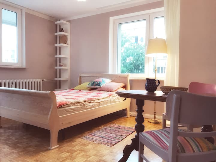 1 Private room in a cosy, whimsical OWL apartament