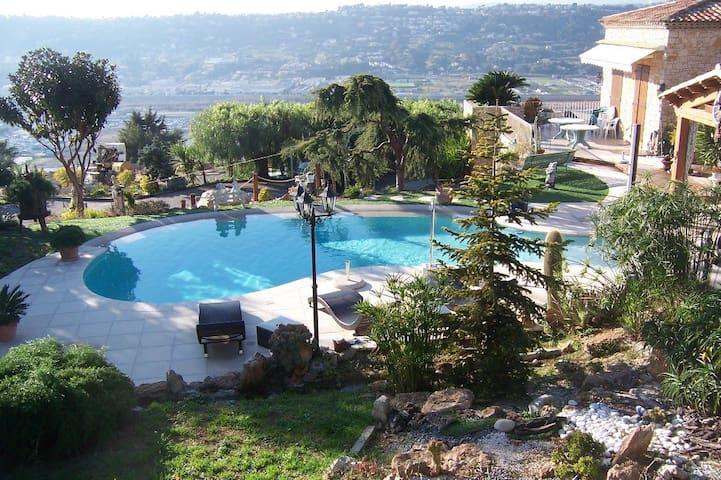 Calm Estate w/ Sea View over Nice - Niza - Bed & Breakfast