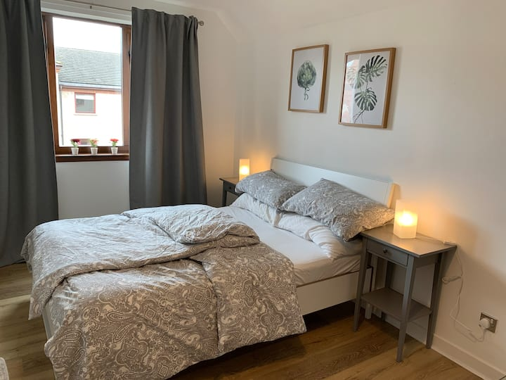 Cosy& spacious room in central location