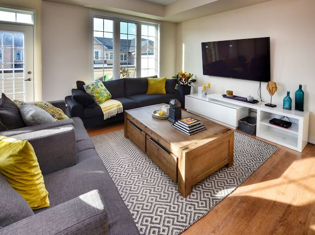 4 BDRM Modern Comfort in a Luxury Townhouse