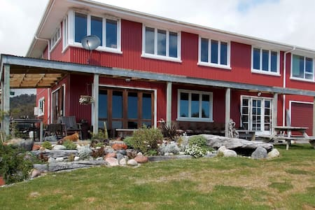 2 PRIVATE BEDROOMS - STAY ON A FARM! - Arahura Valley