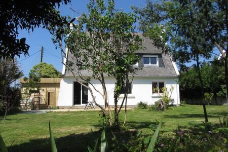 Maison individuelle 4 ch + jardin - Pont-l'Abbé