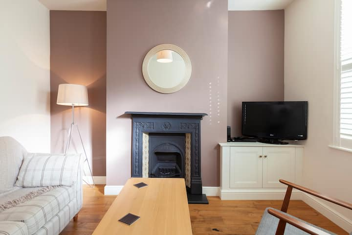 Central newly renovated 2 bed Victorian terrace