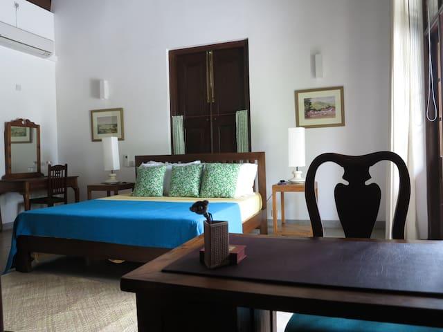 Family Suite for 4 @ The Mirror Mansion B&B - Sri Jayawardenepura Kotte - Villa