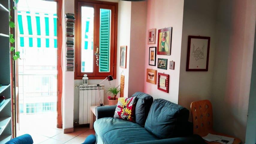 Bright colored apartment 10 min city center