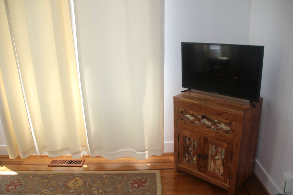 tv with wi-fi streaming available