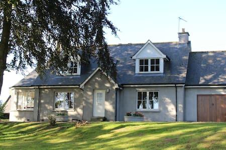 Roualeyn - a Charming Farm Cottage, on the Deveron