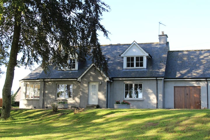 Roualeyn - a Charming Farm Cottage, on the Deveron