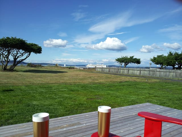 Beach Front Cabin (no bank) - Hansville - Hus