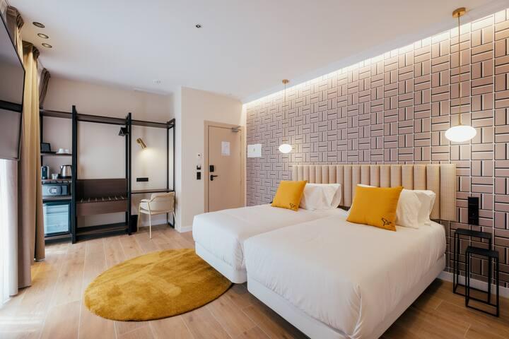 Habitación deluxe  estándar con desayuno en Hotel Cetina Sevilla