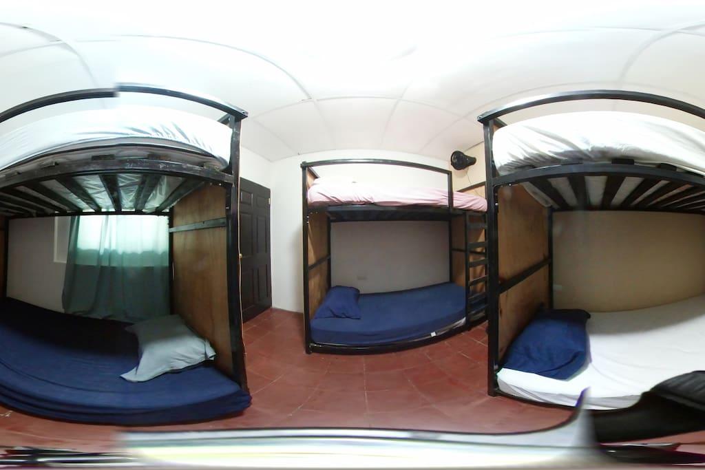 Dormitorio para grupos de amigos o Familias, perfecto para 6 personas.