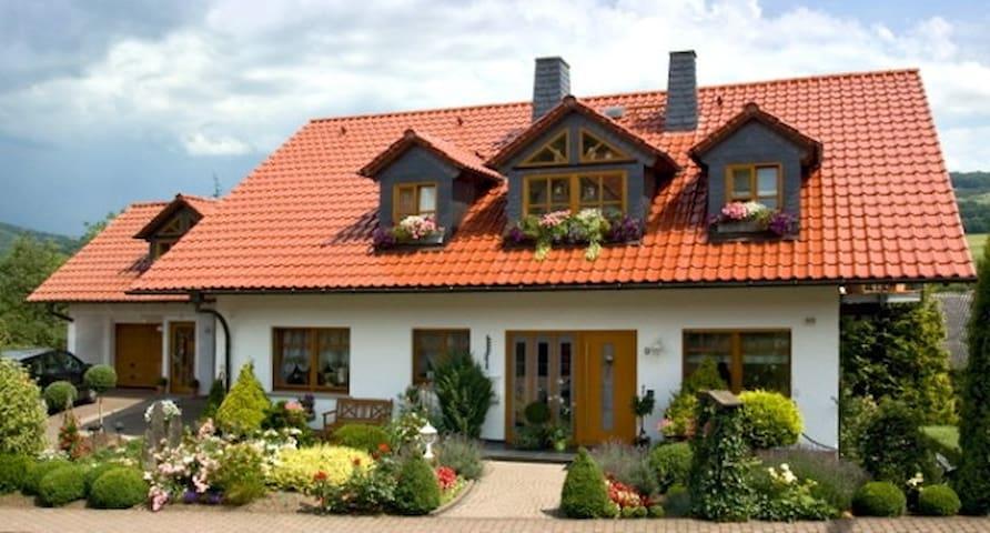 Haus Ulstertal - Ferienwohnungen - Ehrenberg (Rhön) - Huoneisto
