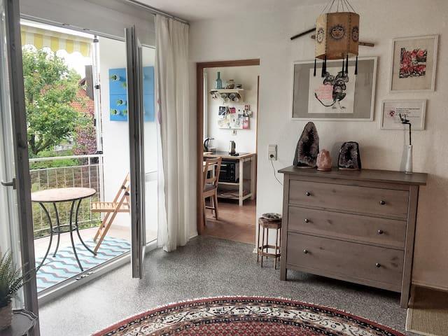 Sonniges und ruhiges Apartment mit Gartenblick