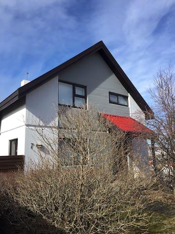 Villa comfort - Kópavogur - Haus