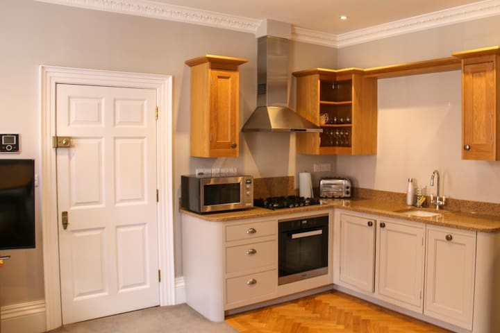 Windsor central luxury apartment - The Osbourne