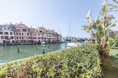 Waterfront Luxury Appartment with Private Pool