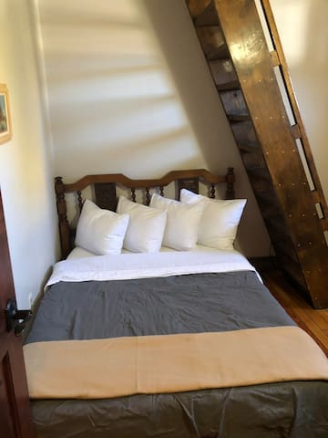 The Avon-Private 2 Double Beds/Shared Bathroom