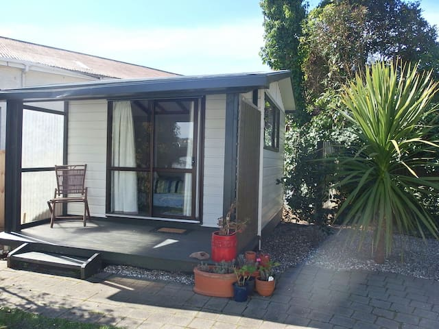 Private Sanctuary in CBD - Nelson - Bungalou