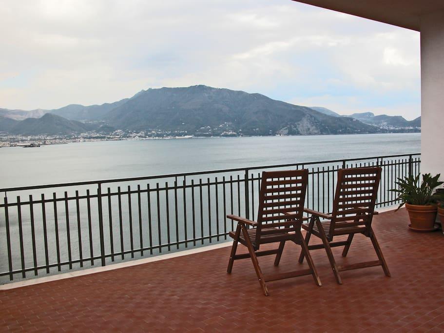 Attico a mare tra pompei e sorrento appartamenti in for Piani di casa per 3 camere da letto 2 5 bagni