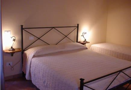 B&bLe tre perle-Siena-Jade Room - colle di val d'elsa - Bed & Breakfast