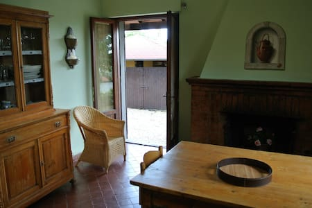 A quiet nest in the Chiana Valley - Lucignano