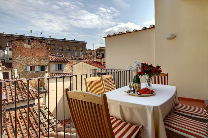 TOP APARTMENT TERRACE AND VIEW