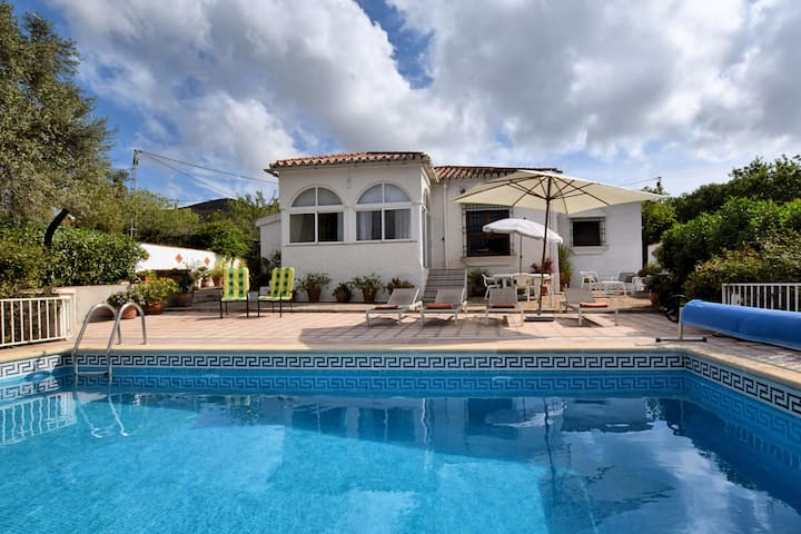 Lovely Holiday Home with Private Swimming Pool in Almogía